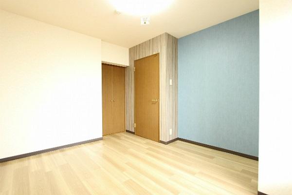 梁色で遊ぶ部屋 ~北欧風のシンプルな二色使い~のサムネイル