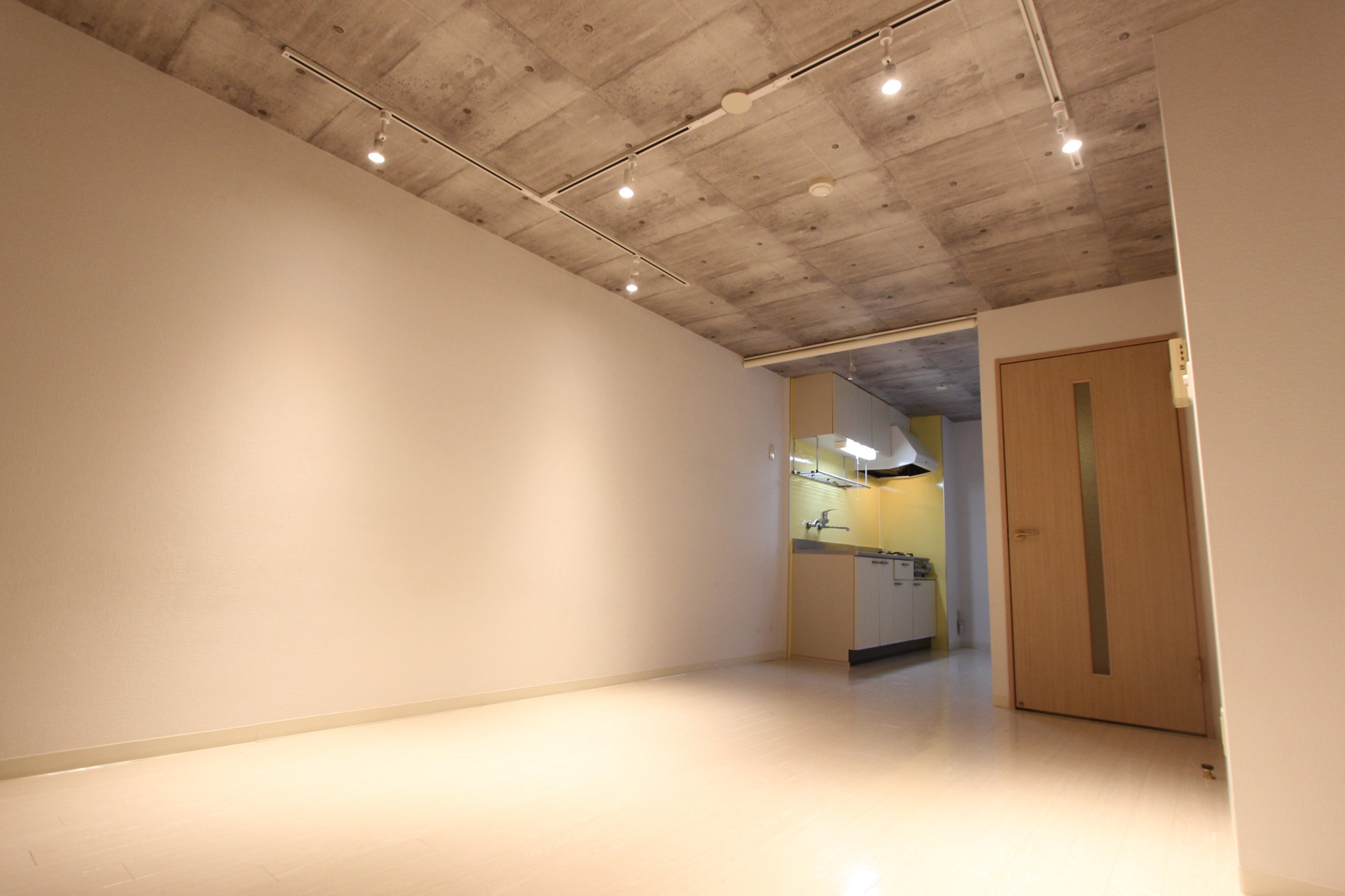 ロワジール(伊勢原市串橋)402号室のサムネイル